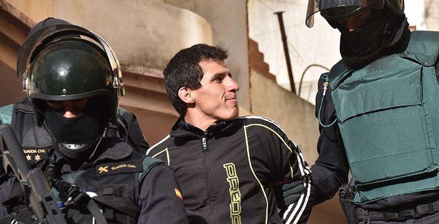 Agentes-Guardia-Civil-detienen-yihadista_ECDIMA20160701_0002_21