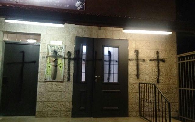 cruces-cristianas-desfiguran-una-sinagoga-en-jerusalem640x400