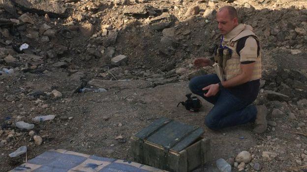 bevan-y-el-equipo-de-car-rastrean-las-municiones-desde-el-campo-de-batalla-hasta-su-fabrica-de-origen