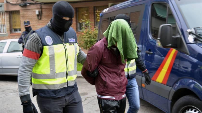 la-policia-nacional-detiene-a-dos-presuntos-yihadistas-en-una-imagen-de-archivo