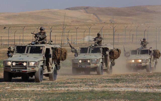 jordanian-force-patrol-the-border-640x400