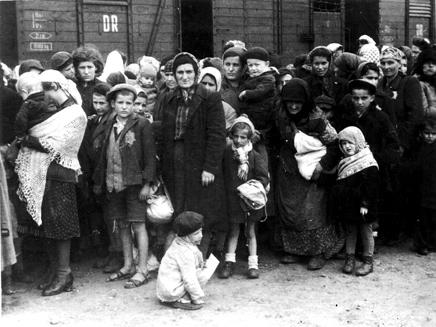 AuschwitzKidsTrainPhoto