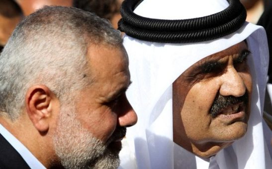 El Emir de Qatar Sheik Hamad bin Khalifa al-Thani y Ismail Haniyeh, un líder de Hamas.