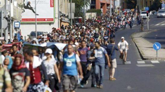 Cientos-Budapest-Austria-Refugiados-Efe_EDIIMA20150904_0778_18-770x433