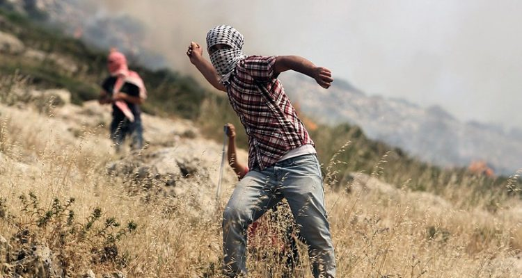 Palestinian_rock_thrower-750x400
