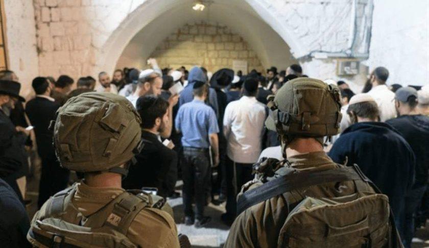 פלסטינים-תוקפים-יהודים-בקבר-יוסף-1000x580.jpg